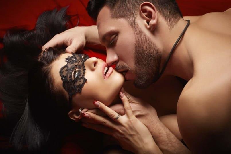101 vruća seksi poza u krevetu
